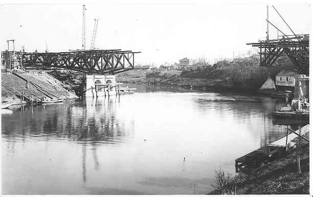 [construction of MacRobertson Bridge]