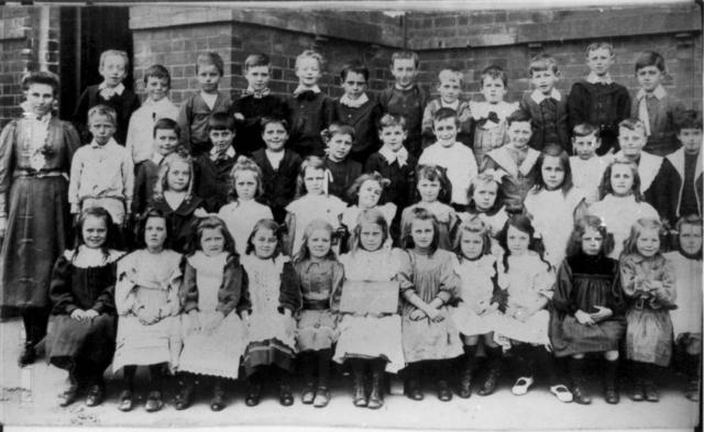 A class photo at Cambridge Street primary school